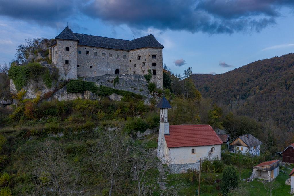 Grad Kostel_Ziga_03_pomanjsana